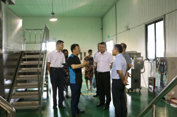 热烈欢迎省科技厅副厅长程雪涛、市科技局局长王所宝一行莅临调研安徽美科迪!